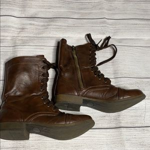 Brown size 7 combat boot